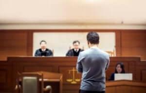 et vitne under en rettssak