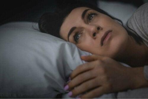 Å sove dårlig kan få deg til å føle deg ensom