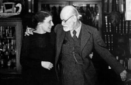 Anna Freud og Sigmund Freud.