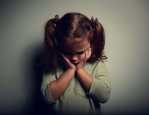 En trist liten jente.