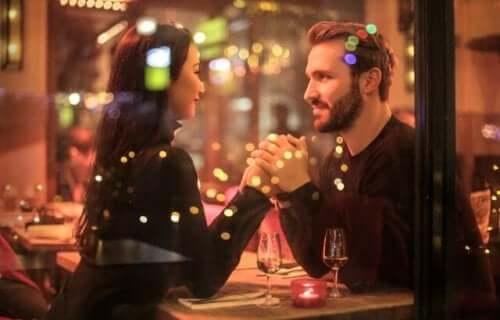 Et par som er på en romantisk date