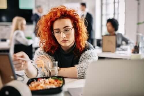 Spise av kjedsomhet: Hva det er og hvorfor det skjer