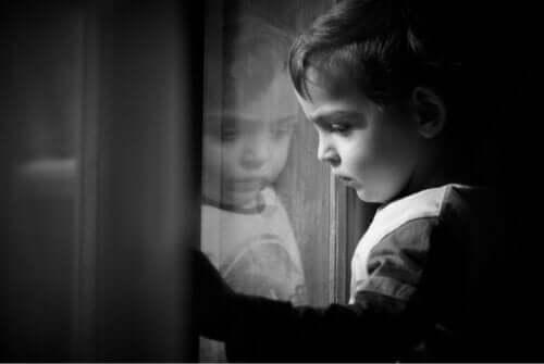 Et barn som lider av depresjon og angst.