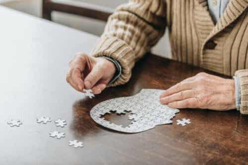 Forskjellene mellom Alzheimers og Parkinsons