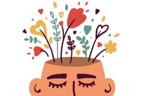 En mann med blomster som vokser på hodet.