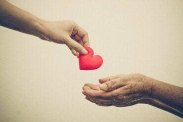 Prososial atferd: Hjelper du andre grunnet empati eller angst?