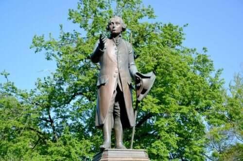 En skulptur av Kant.