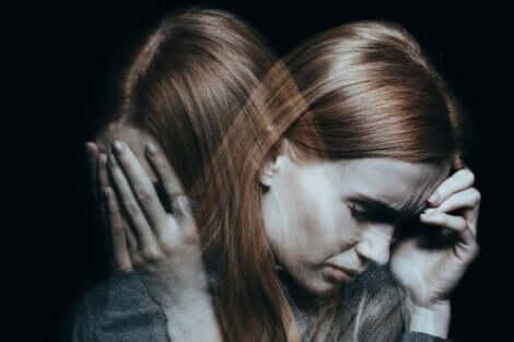 En kvinne med schizofreni.