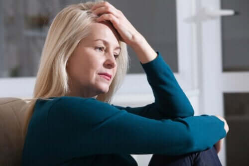 En kvinne som er stresset.