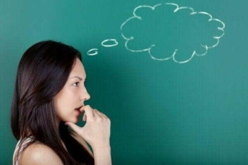 Beskrivelse og kjennetegn ved symbolsk tenkning