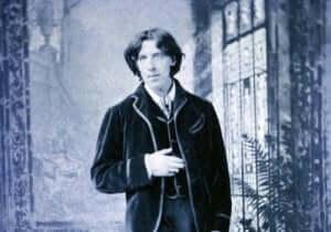 Foto av Oscar Wilde i dress.