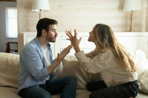 Hvordan bryte syklusen av negative interaksjoner i forholdet ditt