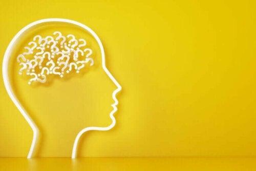 Opprinnelsen til psykologi: historie, forfattere og modeller