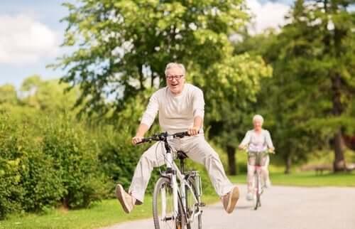 Hva er aldersvennlige byer og hva er fordelene med dem?