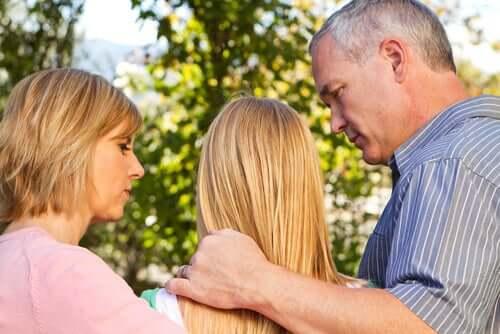 Foreldre med tenåring.