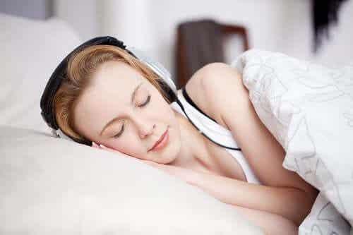 Hvit støy for å hjelpe folk til å sove bedre