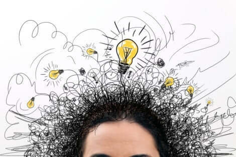 En person som har mange ideer samtidig.