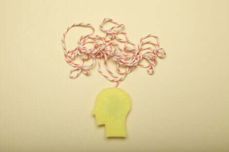 En utklipp av et hode med en tråd som illustrerer tanker.