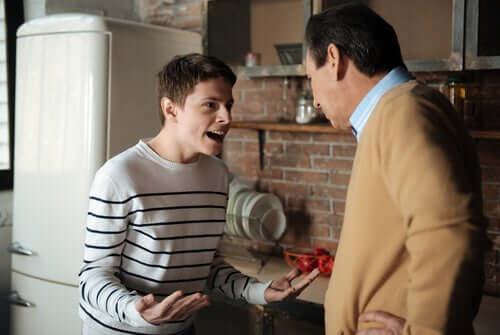 Diskusjon mellom far og sønn.