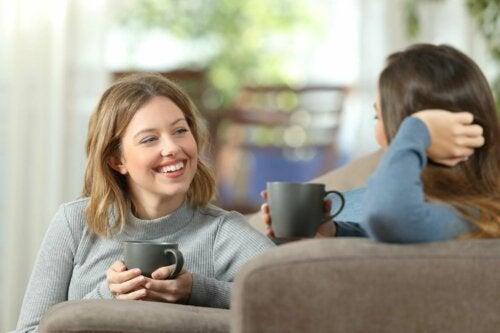 Kvinner i samtale.
