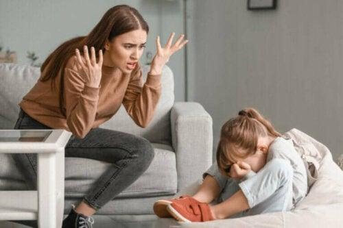 Foreldre som mister tålmodigheten med barna sine