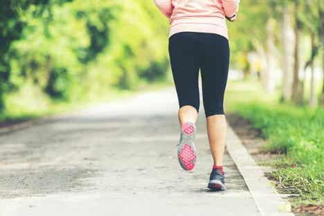En jogger som viser sammenhengen mellom angst og stillesittende livsstil