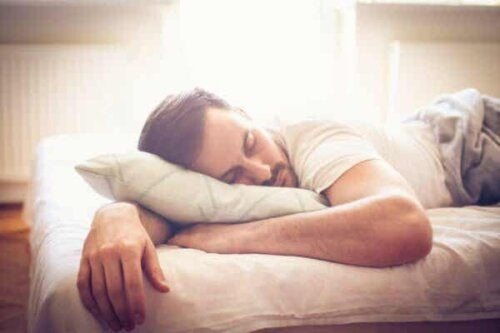 En søvnig mann.