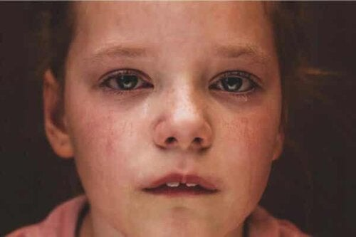 Et barn som gråter.