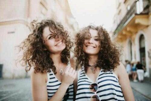 Et tvillingpar.