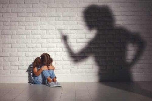 Barn som blir straffet.