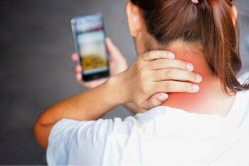 Årsakene til mobilnakke og hvordan du kan unngå det
