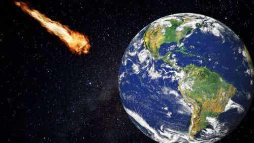 Meteor på vei mot jorden.
