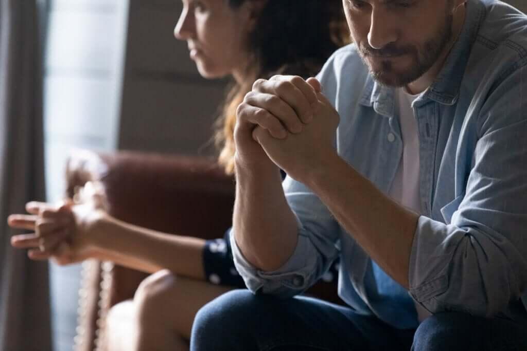 Hvordan forstå og overvinne følelser av sjalusi