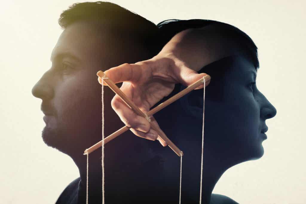 Person som manipulerer sinnet til to for å komme inn i en sekt