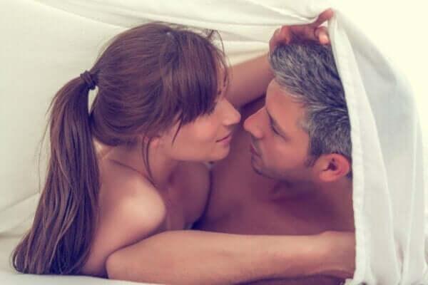 Hva er tantrisk sex? Hvordan praktisere denne intime formen for sex