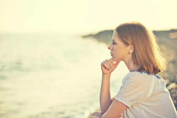 En kvinne som tenker
