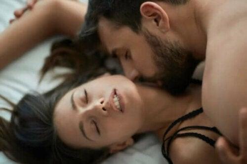 Åtte sexleker for å gjenopplive lidenskapen i livet ditt