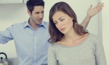 Viser partneren din tegn på passiv-aggressiv oppførsel?