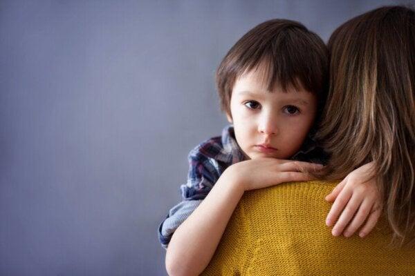 Foreldre som kontrollerer barna sine følelsesmessig utover barndommen