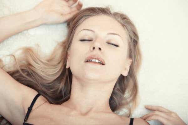 Å fake orgasmer: Årsaker og konsekvenser ifølge vitenskapen