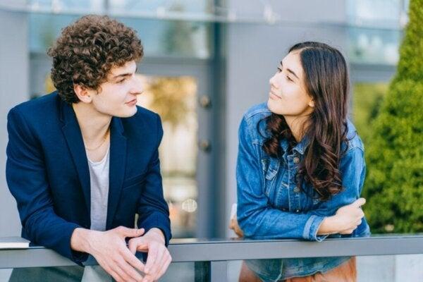 Hvordan rose noen og gi komplimenter riktig